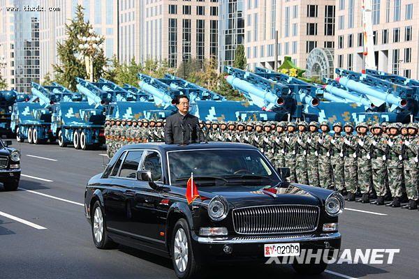 胡锦涛检阅受阅部队